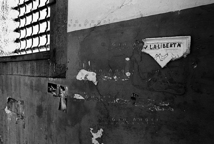 l'interno di una cella dell'ex carcere san Donnino di Como. Grate e libertà