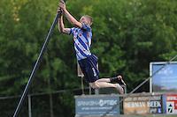 FIERLJEPPEN: BURGUM: 07-06-2013, Nationale competitie fierljeppen, Age Hulder, ©foto Martin de Jong