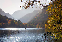 Deutschland, Bayern, Oberbayern, Berchtesgadener Land, Bad Reichenhall: Herbststimmung am Thumsee | Germany, Upper Bavaria, Berchtesgadener Land, Bad Reichenhall: autumn scenery at lake Thumsee