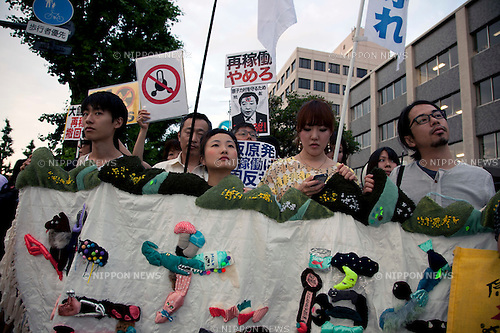 June 22, 2012, Tokyo, Japan - Demonstrators show slogans during a demo to protest restarting Oi plant. Anti-nuclear protesters stage a Twitter organized rally in front of the Prime Minister's Official Residence opposing the reactivation of the Oi Nuclear Power Plant in Fukui Prefecture. ..
