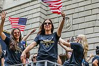 Nova York (EUA), 10/07/2019 -  Alex Morgan da Seleção feminina de futebol dos Estados Unidos atual campeão da Copa do Mundo de Futebol Feminino 2019 é recebida pelos torcedores na cidade de Nova York nesta quarta-feira, 10. (Foto: William Volcov/Brazil Photo  Press)