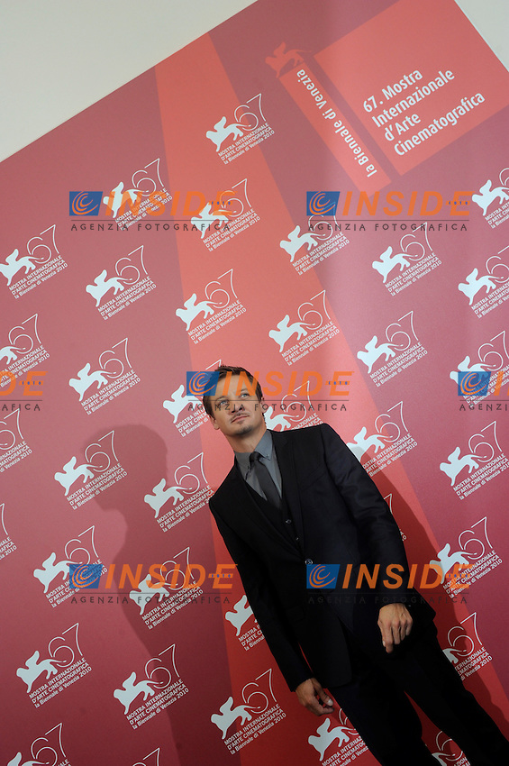 "- ""67 Mostra Internazionale D'Arte Cinematografica"". Wednesday, 2010 September 08, Venice ITALY..- In The Picture: The actor Jeremy Renner at the photocall for the film ""THE TOWN""...Photo STEFANO MICOZZI / Insidefoto"