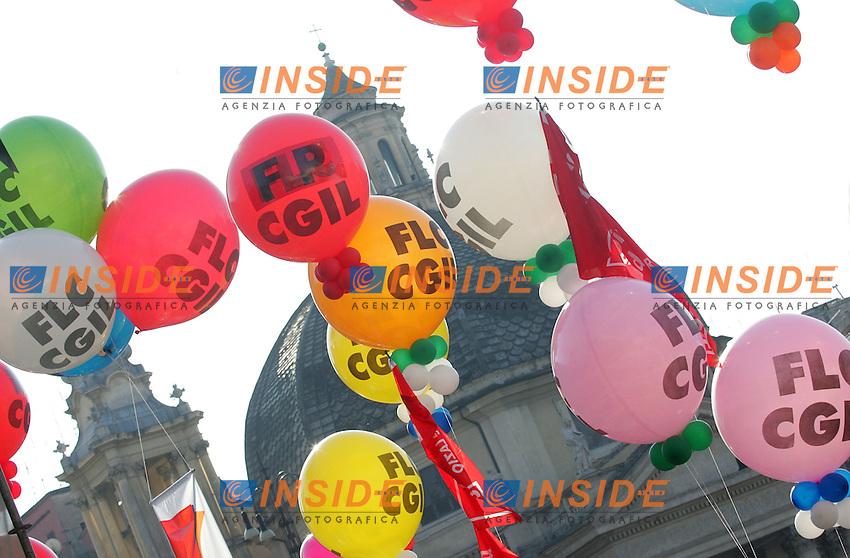 Roma 11/12/2009 Manifestazione CGIL dei lavoratori della Funzione Pubblica e Pubblico Impiego.<br /> Demonstration of Pubblic employees of CGIL trade union.<br /> Photo Samantha Zucchi Insidefoto