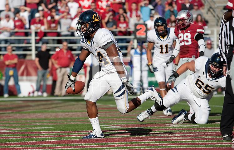Shane Vereen scores Ca's first touchdown. The University of California football defeated Washington State University 20-13 at Martin Stadium in Pullman, Washington on November 6th, 2010.