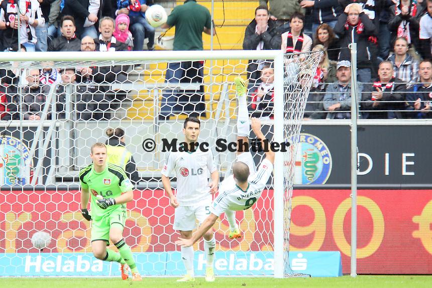 Eren Derdiyok (Bayer) klaert per Fallrueckzieher - Eintracht Frankfurt vs. Bayer Leverkusen, Commerzbank Arena