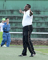 VILLAVICENCIO -COLOMBIA-12-10-2014. Hubert Bodhert técnico de Llaneros FC gesticula durante partido contra América de Cali por fecha 15 del Torneo Postobón 2014 II jugado en el estadio Manuel Calle Lombana de  Villavicencio./ Hubert Bodhert coach of Llaneros FC gestures during a match against America de Cali for the 15th date of the Postobon Tournament 2014 II played at Manuel Calle Lombana stadium in Villavicencio city. Photo: VizzorImage/ Gabriel Aponte / Staff