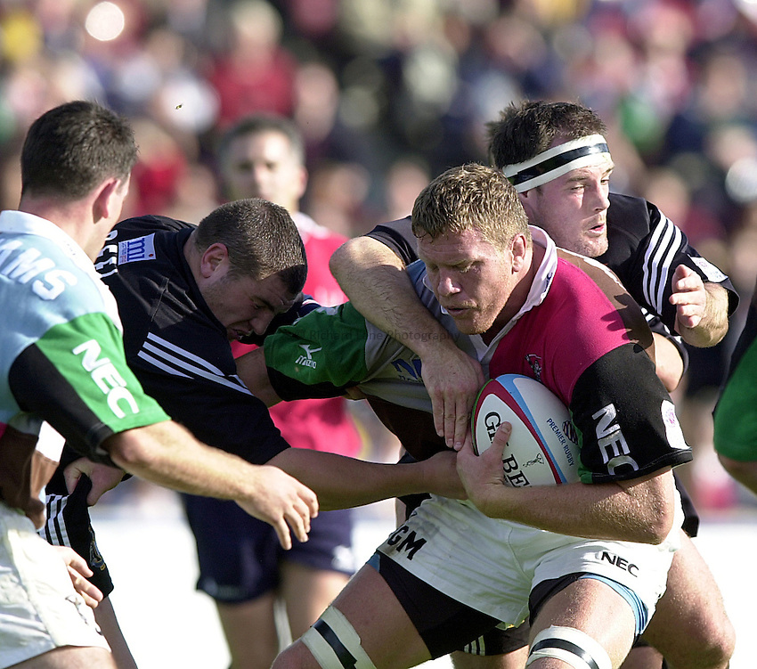 Photo Richard Lane..Harlequins v Newcastle.Zurich Premiership .Twickenham. 30.09.2000.Garrick Morgan in the thick of it for the Harlequins.