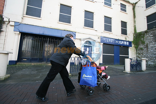Signs of the Economic Downturn in Navan Town Centre..Photo NEWSFILE.(Photo credit should read NEWSFILE)....This Picture has been sent you under the condtions enclosed by:.Newsfile Ltd..The Studio,.Millmount Abbey,.Drogheda,.Co Meath..Ireland..Tel: +353(0)41-9871240.Fax: +353(0)41-9871260.GSM: +353(0)86-2500958.email: pictures@newsfile.ie.www.newsfile.ie.FTP: 193.120.102.198.