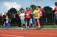 ATLETIEK: HEERENVEEN: 19-09-2015, Athletic Champs AV Heerenveen, Femke Hofsta (#164 | 11 jaar), Eline Bokhorst (#185 | 11 jaar), Mees Flapper (#124 | 10 jaar), ©foto Martin de Jong
