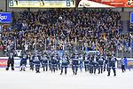 Der ERC Ingolstadt wird nach dem Spiel von den Fans gefeiert beim Spiel in der DEL, ERC Ingolstadt (dunkel) - Grizzlys Wolfsburg (hell).<br /> <br /> Foto © PIX-Sportfotos *** Foto ist honorarpflichtig! *** Auf Anfrage in hoeherer Qualitaet/Aufloesung. Belegexemplar erbeten. Veroeffentlichung ausschliesslich fuer journalistisch-publizistische Zwecke. For editorial use only.
