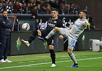 Luka Jovic (Eintracht Frankfurt) gegen Daniel Caliguri (FC Schalke 04) - 11.11.2018: Eintracht Frankfurt vs. FC Schalke 04, Commerzbank Arena, DISCLAIMER: DFL regulations prohibit any use of photographs as image sequences and/or quasi-video.