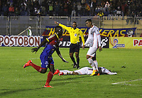 PASTO- COLOMBIA -28 -02-2015: Efrain Viafara, jugador de Deportivo Pasto celebra el gol anotado a Envigado FC, , durante partido entre Deportivo Pasto Envigado FC, por la fecha 9 de la Liga Aguila II 2015, jugado en el estadio Departamental Libertad de la ciudad de Pasto./  Efrain Viafara, player of Deportivo Pasto celebrates a scored goal to Envigado FC, during a match between Deportivo Pasto and Envigado FC, for the date 9 of the Liga Aguila II 2014 at the Departamental Libertad Stadium in Pasto city. Photo VizzorImage  / Leonardo Castro / Cont.