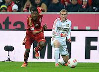 FUSSBALL   1. BUNDESLIGA  SAISON 2012/2013   9. Spieltag FC Bayern Muenchen - Bayer 04 Leverkusen    28.10.2012 David Alaba (li, FC Bayern Muenchen) gegen Andre Schuerrle (Bayer 04 Leverkusen)