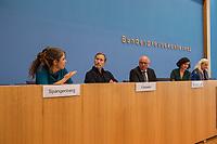 """Pressekonferenz des Buendnis #unteilbar am Mittwoch den 10. Oktober 2018 in Berlin zur geplanten Grossdemonstration """"#unteilbar - Fuer eine offene und freie Gesellschaft - Solidaritaet statt Ausgrenzung"""", die am Samstag den 13. Oktober 2018 in Berlin stattfinden soll.<br /> Die Organisatoren, unter ihnen viele Prominente wie Starkoechin Sarah Wiener, der Paritaetische Wohlfahrtsverband, Amnesty International oder der Zentralrat der Muslime wollen nicht zulassen, dass Sozialstaat, Flucht und Migration gegeneinander ausgespielt werden. """"Wir halten dagegen, wenn Grund- und Freiheitsrechte weiter eingeschraenkt werden sollen"""".<br /> Die Organisatoren erwarten bis zu 40.000 Menschen zu der Demonstration.<br /> An der Pressekonferenz nahmen teil:<br /> Prof. Dr. Naika Fortoutan, Direktorin des Berliner Instituts fuer empirische Integrations- und Migrationsforschung (rechts); Dr. Ulrich Schneider, Hauptgeschaeftsfuehrer des Paritaetischen Gesamtverband (2.vr); Benno Fuermann, Schauspieler (2.vl.) und Anna Spangenberg, Pressesprecherin von #unteilbar (links).<br /> 10.10.2018, Berlin<br /> Copyright: Christian-Ditsch.de<br /> [Inhaltsveraendernde Manipulation des Fotos nur nach ausdruecklicher Genehmigung des Fotografen. Vereinbarungen ueber Abtretung von Persoenlichkeitsrechten/Model Release der abgebildeten Person/Personen liegen nicht vor. NO MODEL RELEASE! Nur fuer Redaktionelle Zwecke. Don't publish without copyright Christian-Ditsch.de, Veroeffentlichung nur mit Fotografennennung, sowie gegen Honorar, MwSt. und Beleg. Konto: I N G - D i B a, IBAN DE58500105175400192269, BIC INGDDEFFXXX, Kontakt: post@christian-ditsch.de<br /> Bei der Bearbeitung der Dateiinformationen darf die Urheberkennzeichnung in den EXIF- und  IPTC-Daten nicht entfernt werden, diese sind in digitalen Medien nach §95c UrhG rechtlich geschuetzt. Der Urhebervermerk wird gemaess §13 UrhG verlangt.]"""