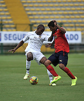 BOGOTA- COLOMBIA -06 -09-2014: Jair Palacios (Izq.) jugador de Fortaleza FC disputa el balón con Cristian Marrugo (Der.) jugador de Deportivo Independinete Medellin durante partido entre Fortaleza FC y Deportivo Independinete Medellin por la fecha 8 de la Liga Postobon II 2014, jugado en el Metropolitano de Techo de la ciudad de Bogota. / Jair Palacios (L) player of Fortaleza FC vies for the ball with Cristian Marrugo (R) player of Deportivo Independinete Medellin during a match between Fortaleza FC and Deportivo Independinete Medellin for the date 8th of the Liga Postobon II 2014 at the Metropolitano de Techo Stadium in Bogota city. / Photo: VizzorImage  / Luis Ramirez / Staff.