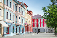 Germany; Free State of Thuringia, Meiningen: colourful facades at market square | Deutschland, Freistaat Thueringen, Meiningen: farbige Haeuserfassaden am Marktplatz