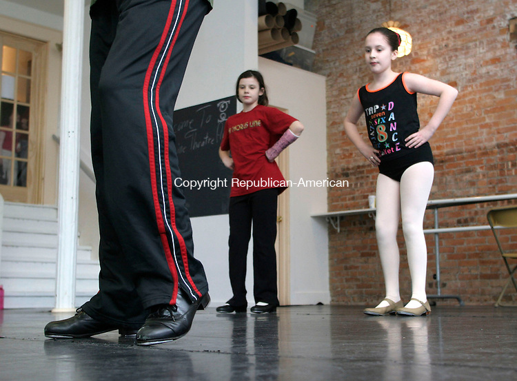 NEW MILFORD, CT - 10 FEBRUARY 2007 - 021007JW16.jpg -- Students watch as Fine Line Theatre Arts studio owner/instructor Scott Wise explains a dance step during a Tap class Saturday morning. Jonathan Wilcox Republican-American