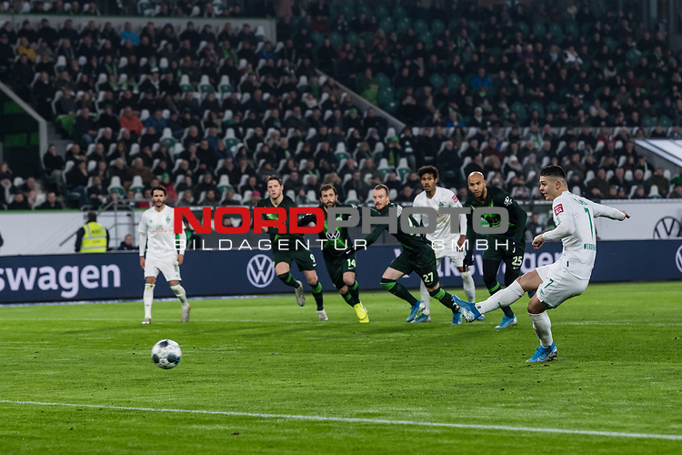 01.12.2019, Volkswagen Arena, Wolfsburg, GER, 1.FBL, VfL Wolfsburg vs SV Werder Bremen<br /> <br /> DFL REGULATIONS PROHIBIT ANY USE OF PHOTOGRAPHS AS IMAGE SEQUENCES AND/OR QUASI-VIDEO.<br /> <br /> im Bild / picture shows<br /> Tor 0:1, <br /> Milot Rashica (Werder Bremen #07) zum 0:1 per Handelfmeter nach Videobeweis, <br /> <br /> Foto © nordphoto / Ewert