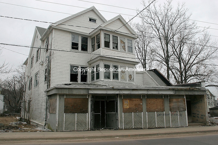 WATERBURY, CT-23 March 2005-032305TK07    WDC has approved a plan that would use eminent domain to clear some of Waterbury's most blighted structure such as the building on 244 Walnut Street.  Tom Kabelka staff photo (blighted structure, eminent domain)CQ