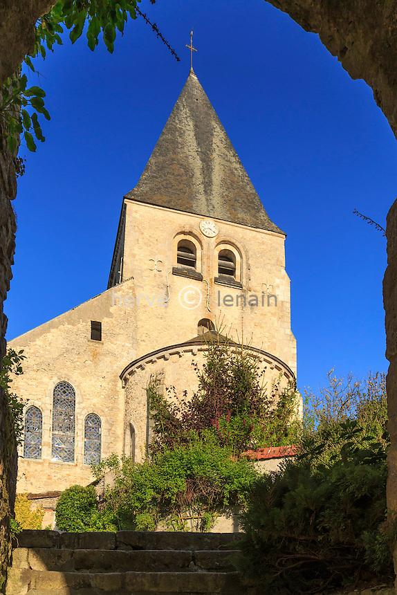 France, Loiret (45), Y&egrave;vre-la ville, ancienne commune de Y&egrave;vre-le-Ch&acirc;tel, class&eacute;e dans les Plus Beau Village de France, le chevet de l'&eacute;glise Saint-Gault le matin // France, Loiret, Yevre la ville, Yevre le Chatel,, labelled Les Plus Beaux Villages de France (The Most beautiful<br /> Villages of France), Saint-Gault church