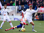 Real Madrid's German midfielder Toni Kroos and Atletico Madrid's French midfielder Antoine Griezmann during the Spanish league football match Club Atletico de Madrid vs Real Madrid CF at the Vicente Calderon stadium in Madrid on February 7, 2015.          PHOTOCALL3000/ DP
