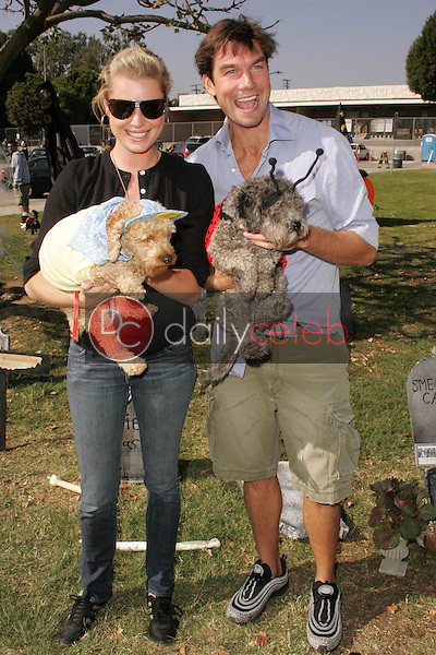 Rebecca Romijn and Jerry O'Connell<br />at The 5th Annual BowWowWeen Benefit Presented by Dog.com. Barrington Dog Park, Los Angeles, CA. 10-29-06<br />Dave Edwards/DailyCeleb.com 818-249-4998