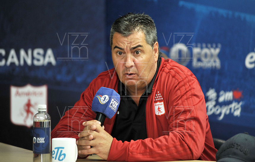 tecnicoBOGOTA - COLOMBIA - 18 – 01 – 2018: Jorge Da Silva, Técnico de America de Cali, durante rueda de prensa del Torneo Fox Sports 2018, en el estadio Nemesio Camacho El Campin de la ciudad de Bogota. /  Jorge Da Silva, coach of America de Cali, during a press conference at the Fox Sports 2018 Tournament, at the Nemesio Camacho El Campin stadium in the city of Bogota. Photo: VizzorImage / Luis Ramirez / Staff.