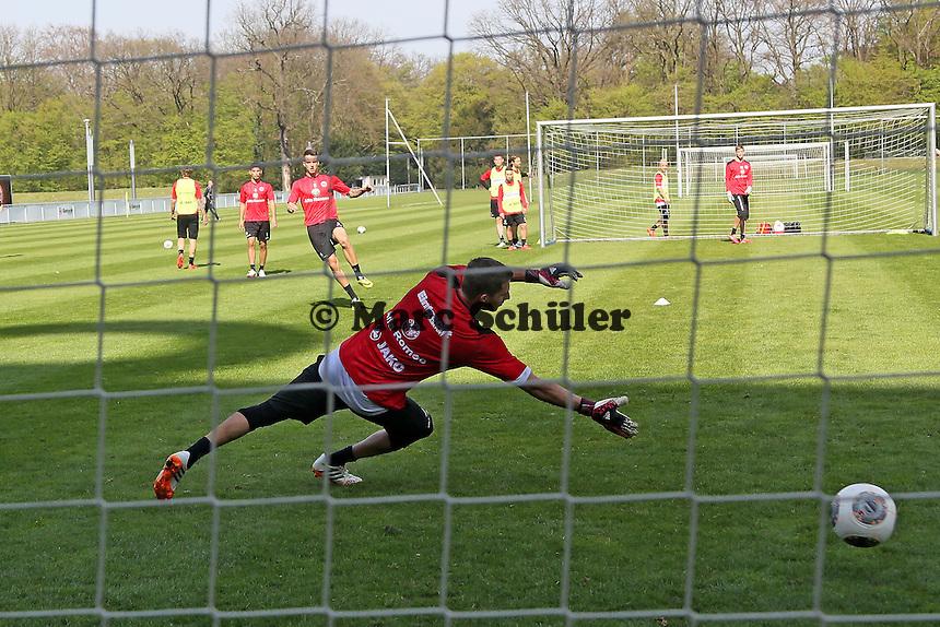 Joselu gegen Kevin Trapp - Eintracht Frankfurt Training