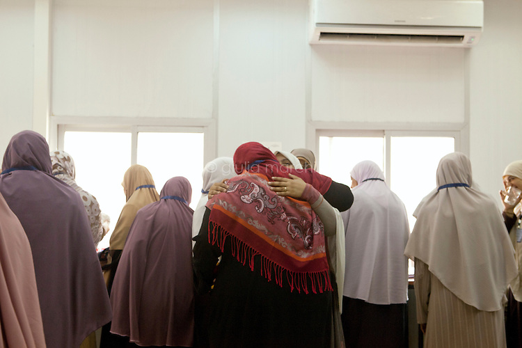 Muslim Sisters take a break during a multimedia lecture by Dr Manal Abul Hassan, in FJP headquarters in Downtown, Cairo. Egypt, October 2012.