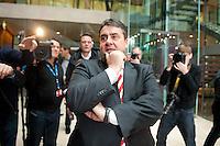 Berlin, der SPD-Bundesvorsitzende Sigmar Gabriel am Sonntag (15.12.13) im Willy-Brandt-Haus bei einer Pressekonferenz zur Vorstellung der zuk&uuml;nftigen Bundesminister der SPD in der Gro&szlig;en Koalition.<br /> Foto: Steffi Loos/CommonLens