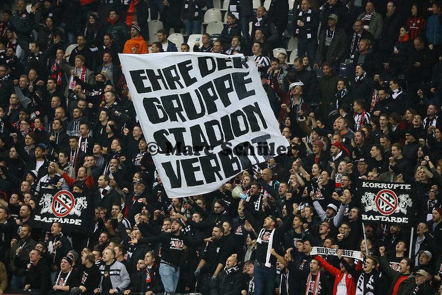 Frankfurter Ultras aus den gesperrten Blocks haben sich andere Plätze gesucht - 25.10.2016: Eintracht Frankfurt vs. FC Ingolstadt 04, 2. Hauptrunde DFB-Pokal, Commerzbank Arena