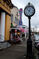 Street Clock and Pegasus Nostalgiques, Snohomish, Washington, US