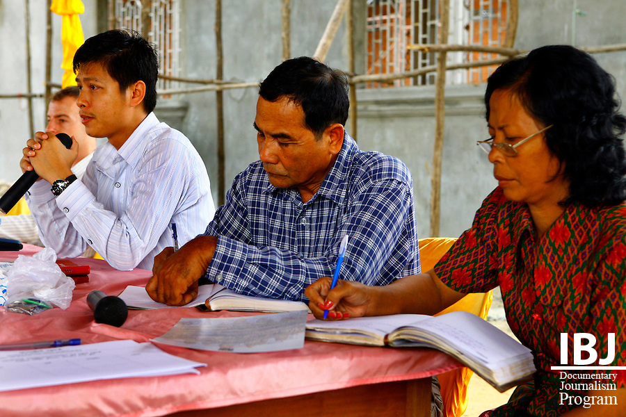 From left to right, IBJ Program Manager Paul Rickard, IBJ Lawyer Chhuon Sithann, Pursat Commune Chief and Deputy Commune Chief host Street Law in Pursat.