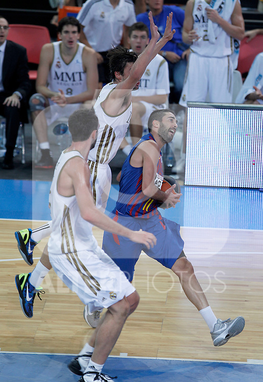 FC Barcelona Regal's Juan Carlos Navarro (r) and Real Madrid's Sergio LLull (c) and Mirza Begic during Supercopa ACB Semifinal match.September 30,2011. (ALTERPHOTOS/Acero)