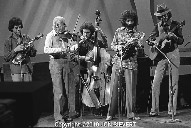 """""""Over Easy"""" television filming (KQED) with the David Grisman Quartet, Sept. 7, 1979.Mike Marshall, Stephane Grappelli, Rob Wasserman, David Grisman, Mark O'Connor.43-10-19"""