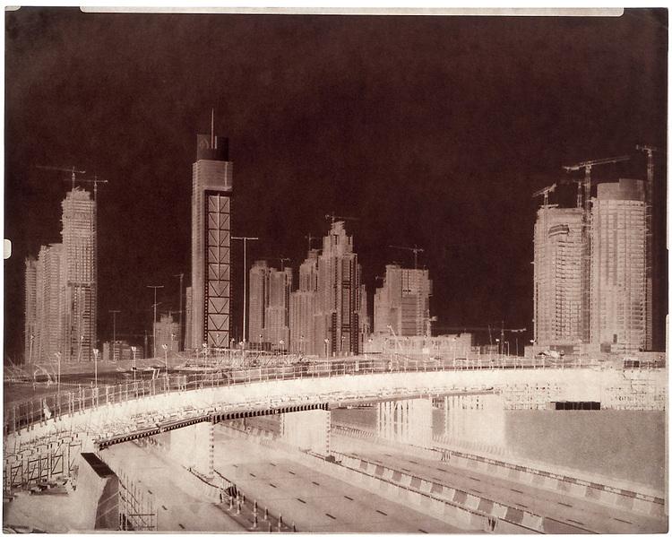 Martin Becka<br /> Emirates Hills 1 Area, 2008, s&eacute;rie Dubai Transmutations. Tirage contact papier sal&eacute; vir&eacute; &agrave; l&rsquo;or d&rsquo;apr&egrave;s n&eacute;gatif papier cir&eacute; (proc&eacute;d&eacute; Le Gray), environs 40 x 50 cm.<br /> -----<br /> Martin Becka<br /> Emirates Hills 1 Area, 2008, from the Dubai Transmutations series. Salt contact gold toned print from a waxed paper negative (Le Gray&rsquo;s process), circa 40 x 50 cm.