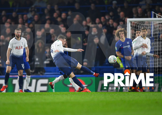 Toby Alderweireld of Tottenham Hotspur shoots at goal during the Carabao Cup Semi-Final 2nd leg match between Chelsea and Tottenham Hotspur at Stamford Bridge, London, England on 24 January 2019. Photo by Vince  Mignott / PRiME Media Images.