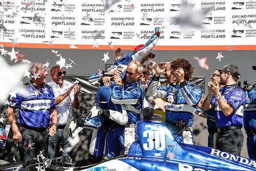 Winner Takuma Sato, Rahal Letterman Lanigan Racing Honda celebrates in Victory Lane