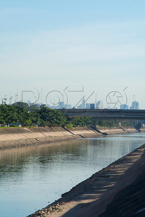 Rio Tietê e Marginal Tietê, São Paulo - SP, 07/2016.