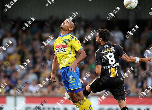 2014-07-26 / Voetbal / seizoen 2014-2015 / KVC Westerlo - Sporting Lokeren / Fr&eacute;d&eacute;ric Gounongbe (l. Westerlo) met Persoons<br /><br />Foto: mpics.be