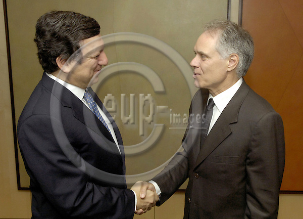 Brussels-Belgium - 10 July 2006---José (Jose) Manuel BARROSO (le), President of the European Commmission, receives Moritz LEUENBERGER (ri), President of the Swiss Confederation and Head of the Federal Department of Transport, Communications and Energy---Photo: Horst Wagner/eup-images