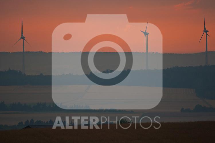THEMENBILD - Energie aus Windkraft - Windräder zur Stromerzeugung stehen im Abendrot am 20. Juli 2011 in der Gemeinde Simmern im Hundsrück. EXPA Pictures © 2011, PhotoCredit: EXPA/ J. Groder