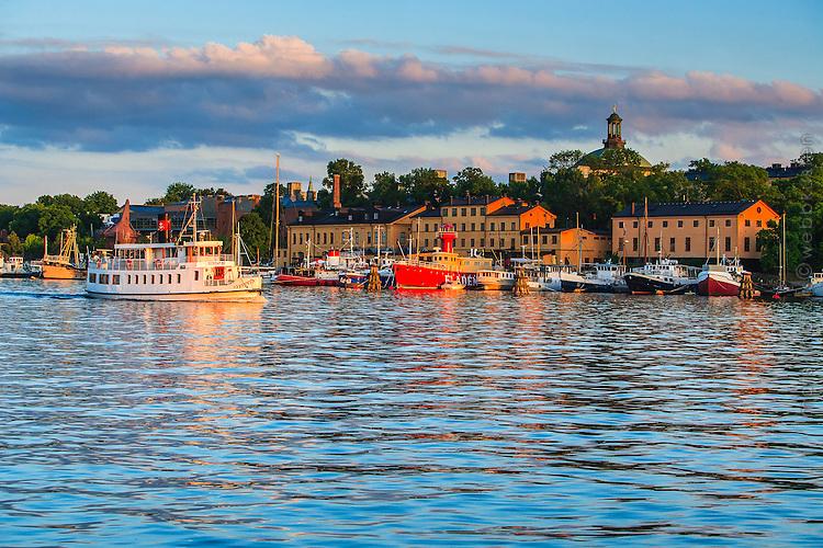 Båtar och skutor vid Skeppsholmen i Stockholm.