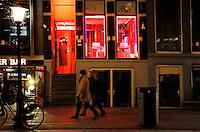 Nederland Amsterdam 2016 02 03. Red Light District. Oudezijds Achterburgwal. De Wallen. Kamers te huur. Personen op de foto zijn niet herkenbaar in beeld.   Foto Berlinda van Dam / Hollandse Hoogte