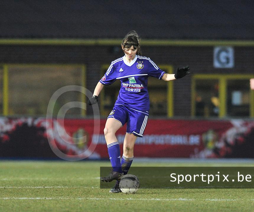 Waasland Beveren Sinaai Girls - RSC Anderlecht : Julie Van Gysel.foto DAVID CATRY / Nikonpro.be