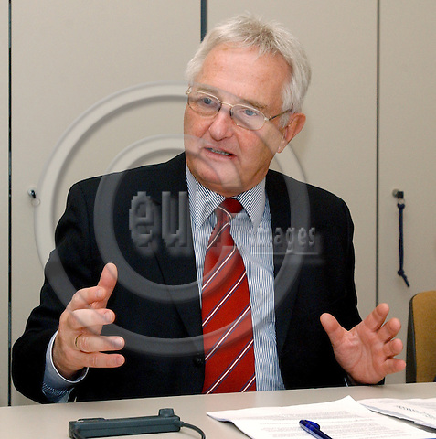 Brussels-Belgium - December 01, 2004---Press Conference of the Presidium of the European Chemical Regions Network (ECRN), at the 'Patronat Català Pro Europa' / Delegation's office  of the Catalan Government in Brussels; here, Dr. Horst REHBERGER, Minister for Economic Affairs and Labour of the Federal State of Saxony-Anhalt, Germany, and President of ECRN---Photo: Horst Wagner/eup-images