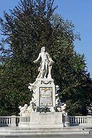 Mozart-Denkmal im Burggarten, Wien, &Ouml;sterreich, UNESCO-Weltkulturerbe<br /> Mozart Monument in Burggarten, Vienna, Austria, world heritage