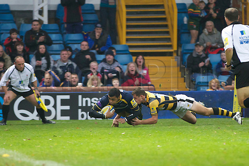 31.10.2010 Leeds player Luther Burrell scores in the Aviva Premiership rugby Leeds Carnegie v London Wasps
