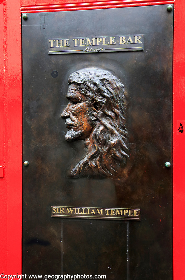 Sir William Temple plaque outside the Temple Bar pub, Dublin city centre, Ireland, Republic of Ireland