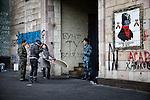 A ukrainian photographer during the shooting of portraits near Maidan square, Kiev, Ukraine.<br /> Fotografa ucraina realizza un servizio sui combattenti di Piazza Maidan, Kiev, Ucraina.